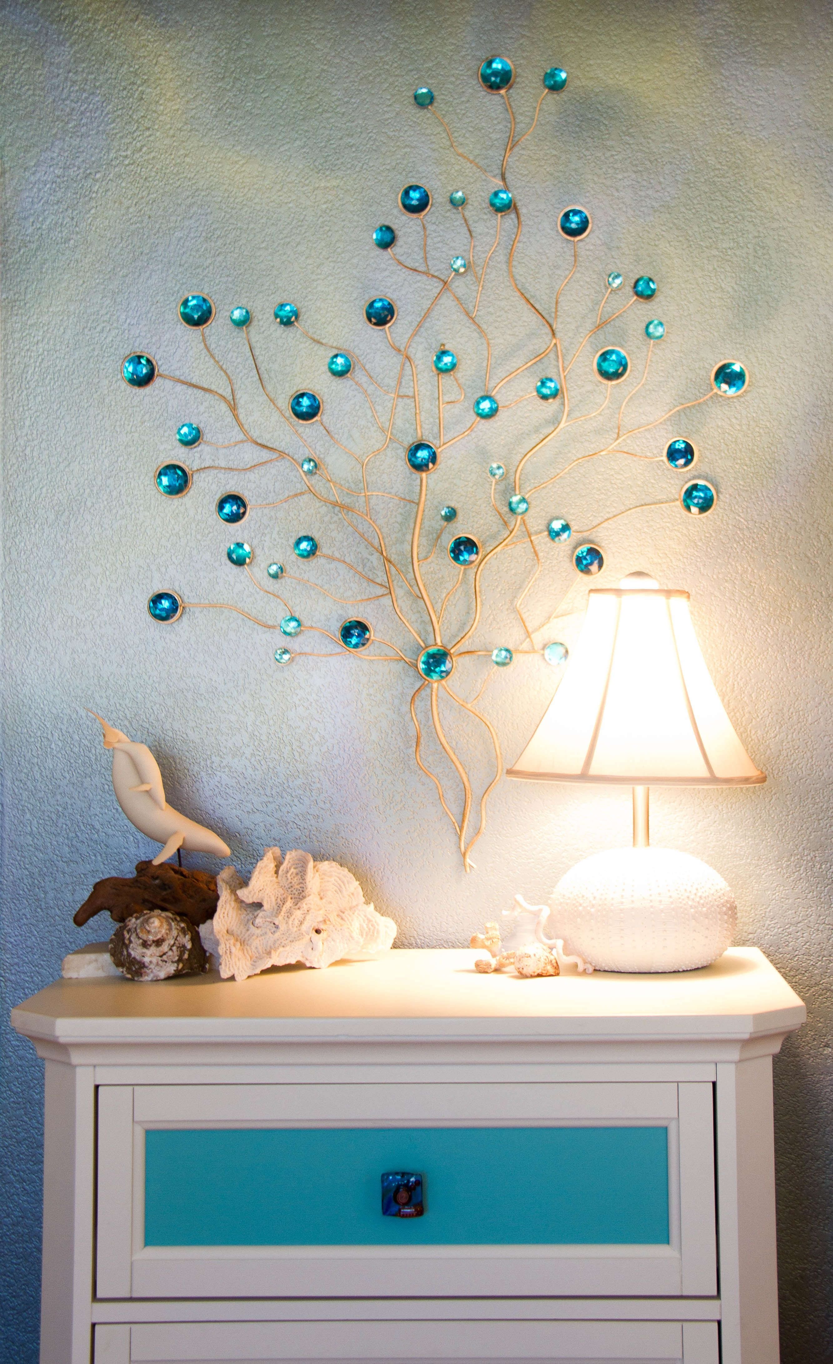 Beautiful lamp, great accessories and faux finished walls are a ...