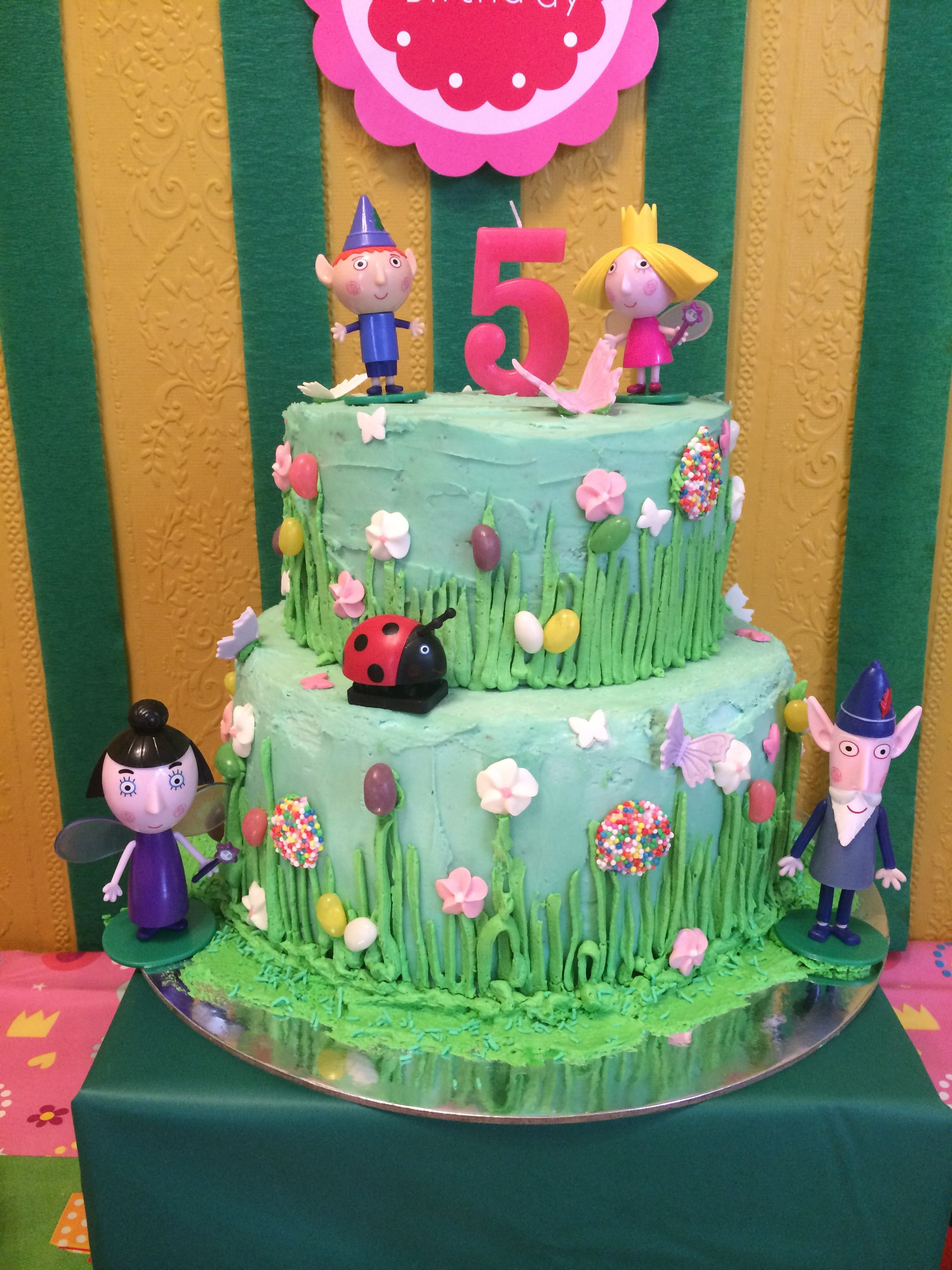 Ben and Holly buttercream cake with figurines | Natalia | Pinterest ...
