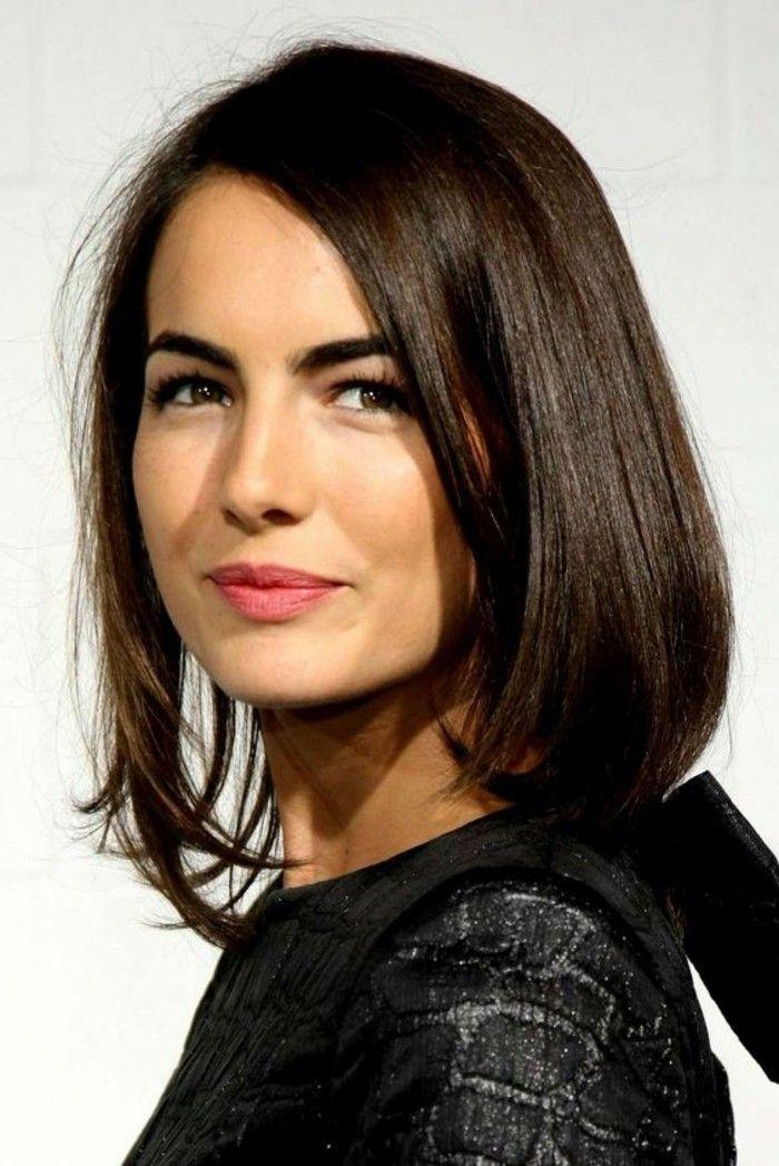 coupe de cheveux courte femme aux yeux marrons levres en rouge fonc couleur - Coloration Cheveux Marron Glac
