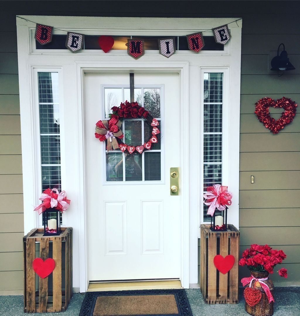 16 Awesome Outdoor Winter Decor Ideas For Front Or Backyard Matchness Com Valentine Door Decorations Front Porch Decorating Valentines Outdoor Decorations