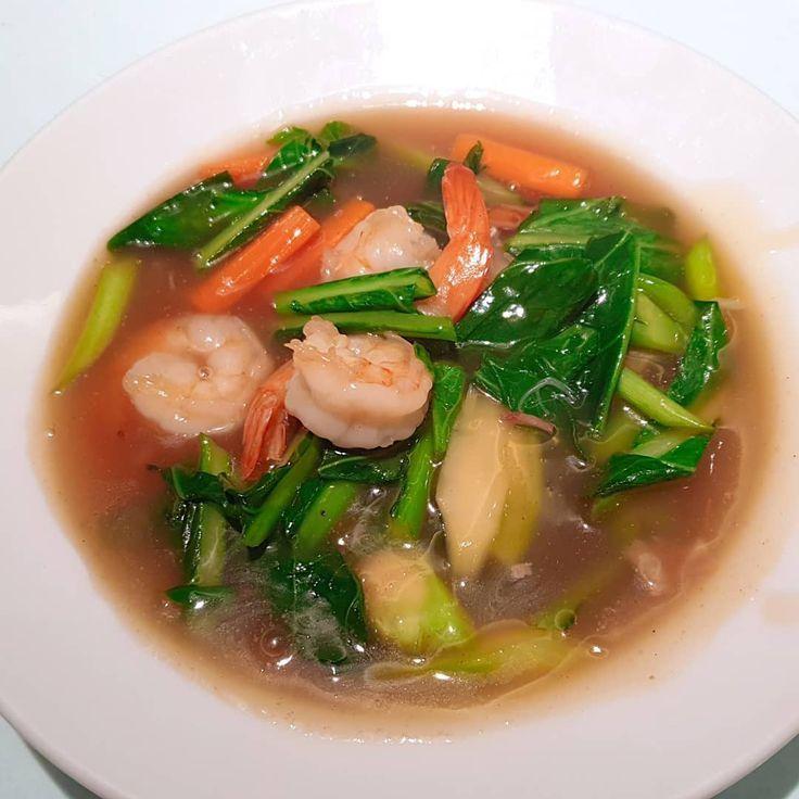 Stir-fried vegetables in thick sauce 🤩🤩 เกาเหลาราดหน้า เรามากับการไม่กินเส้น(ใคร) 😝😝 . . . . .