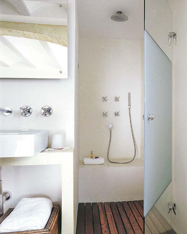Un cuarto de baño sencillo y cálido   Baño sencillo ...