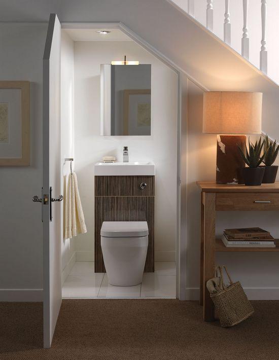 Шкаф над унитазом фото | Ванная под лестницей, Маленький ...