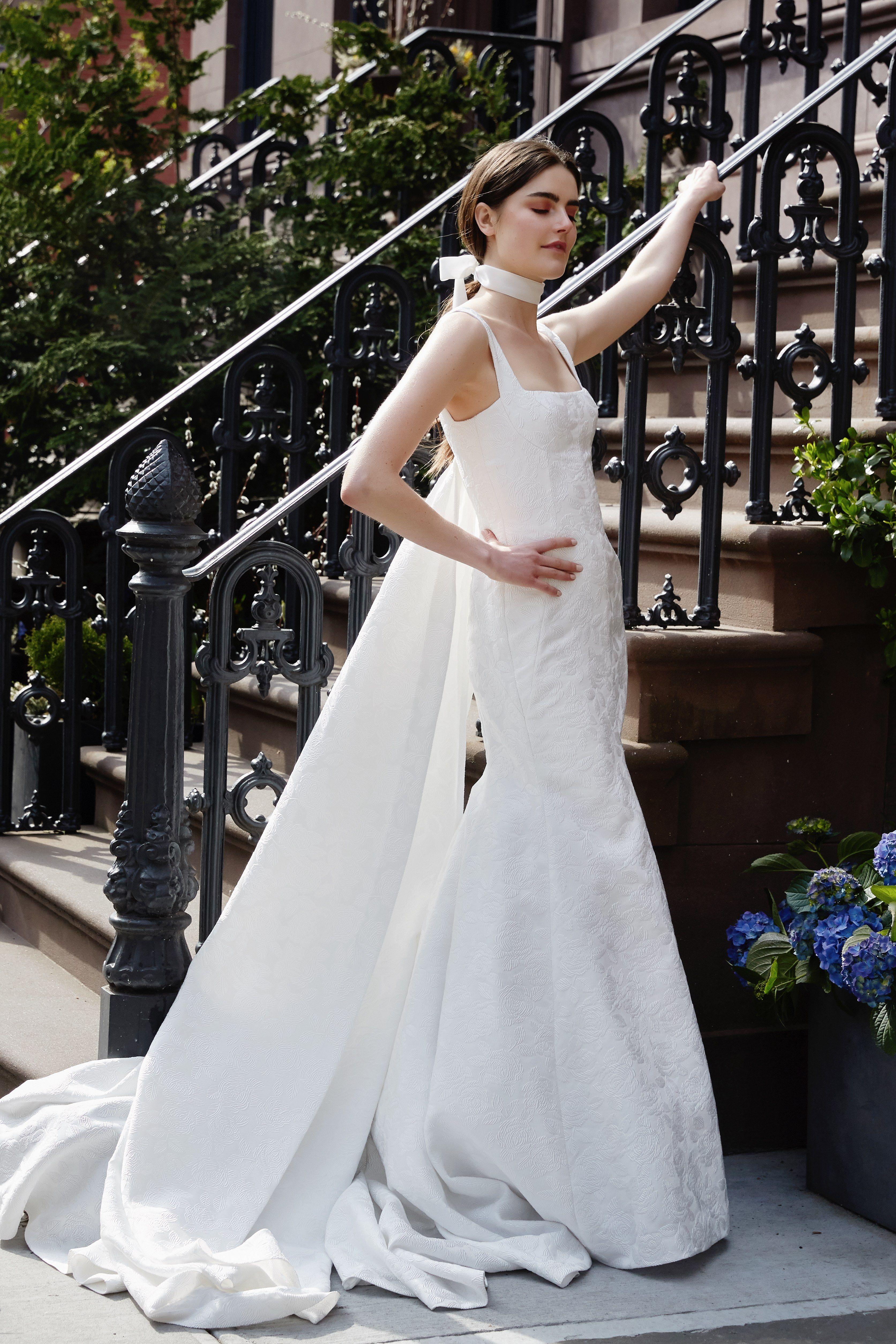 Смотреть Модные свадебные платья весна-лето 2019 тенденции фото видео