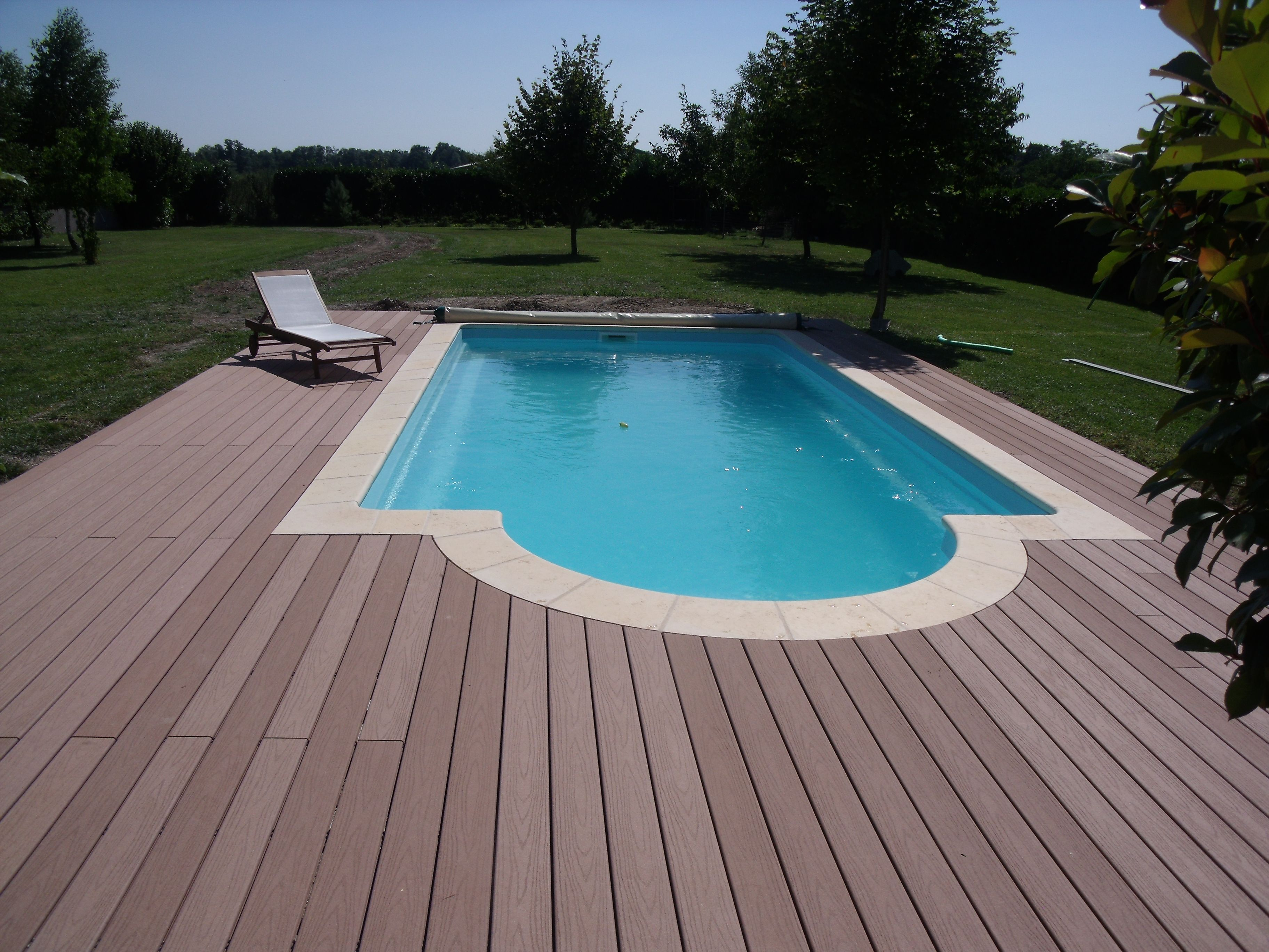 Piscine Coque Polyester Forme Rectangulaire 8x4 A Fond Plat