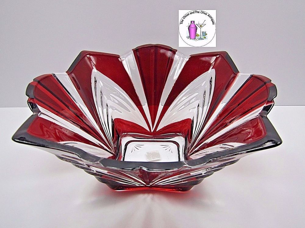 Fifth Avenue Aurora Large Ribbed Corner Ruby Red Bowl Centerpiece