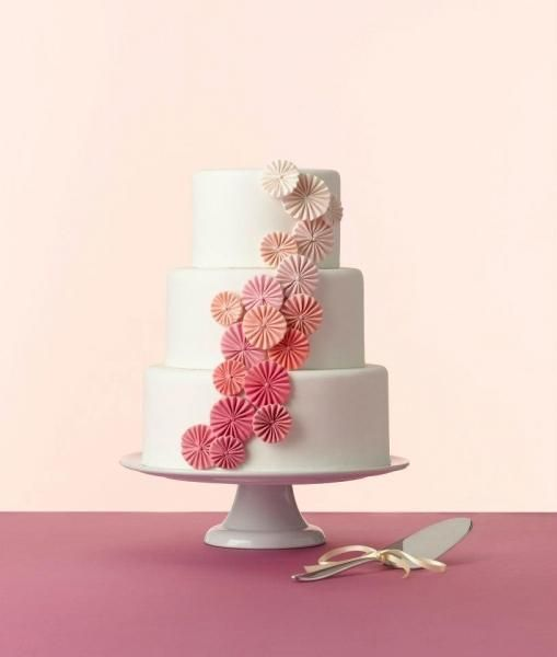 One of our favorite details to DIY is paper backdrops. Creating paper fans is really easy, and they look very impressive when displayed on a venue's walls. Turns out, paper fans are also pretty cute on a cake.