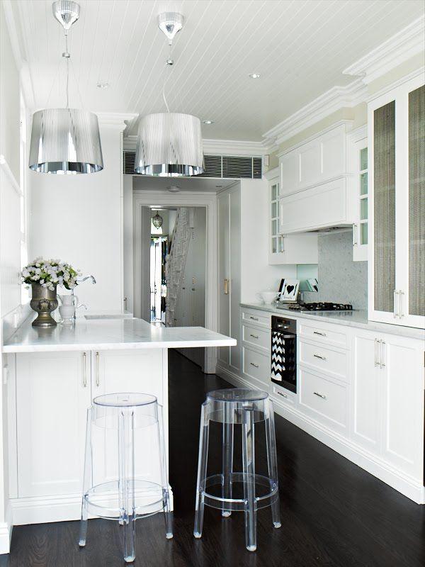 Die Barhocker oder Barstühl. Schöner Wohnen. Moderne Küchen mit ...