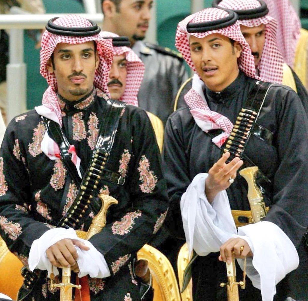 الامير محمد بن سلمان وابن اخيه احمد بن فهد بن سلمان حفظهم الله Royal Clothing Arabian Costume Middle Eastern History