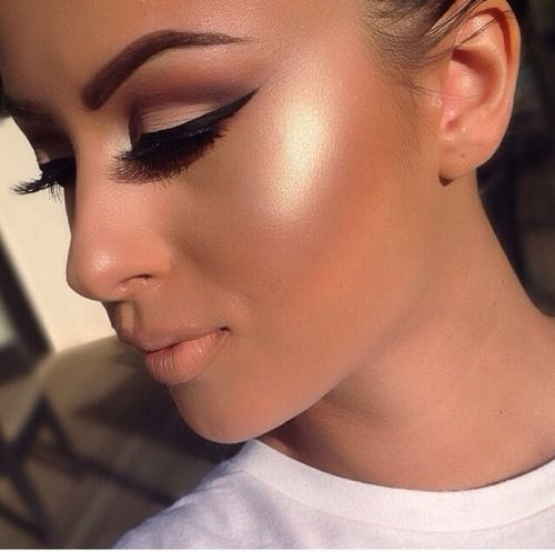 bronzed gold highlighter dewy skin highlighted skin tan vacation beachy