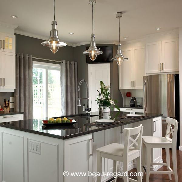 Armoires de cuisine blanches en m lamine polyester for Armoire cuisine polyester