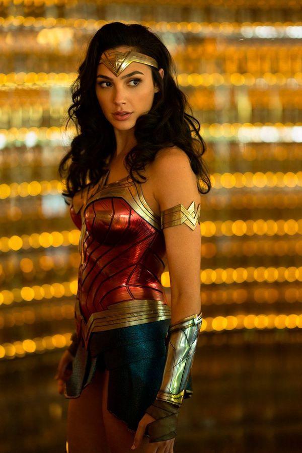 Ver Wonder Woman 1984 Pelicula Completa Online Descargar Wonder Woman 1984 Pelicula Completa En Espanol Lat Gal Gadot Atriz Gal Gadot Cosplay Mulher Maravilha