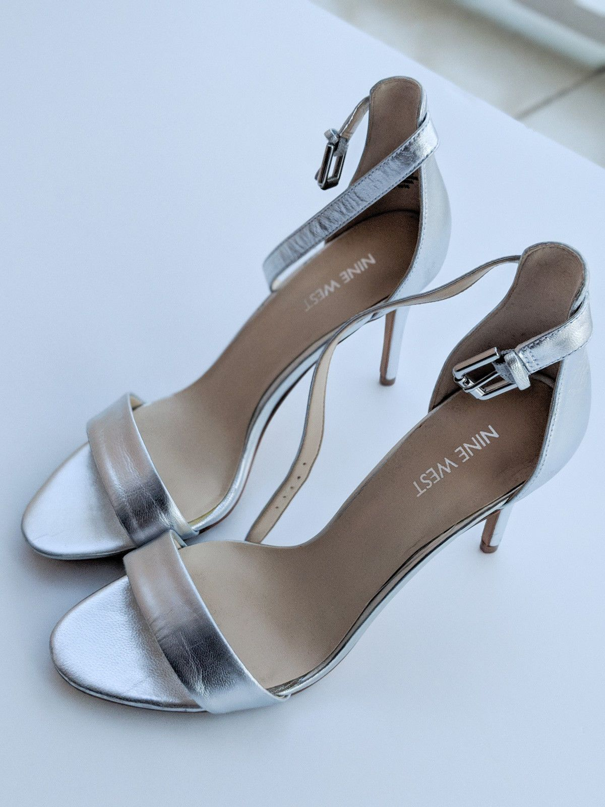 8ae2d3fe369ba Nine West Mana Open Toe Stiletto Heel Sandal shoes 8.5 SILVER Sapatos De  Salto De