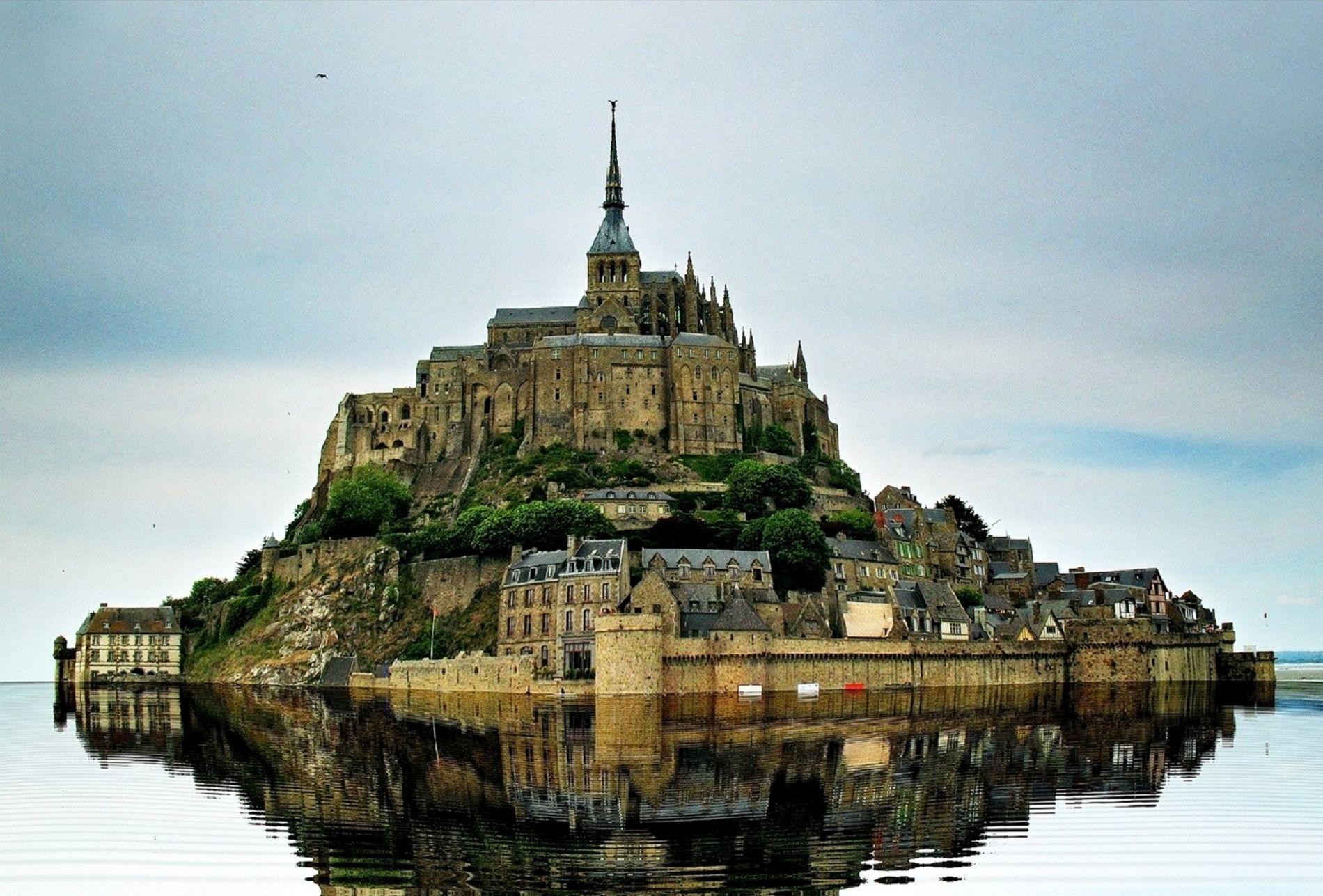 Le Mont Saint Michel Basse Normandie France Best Vacation Destinations Places To See Best Vacations