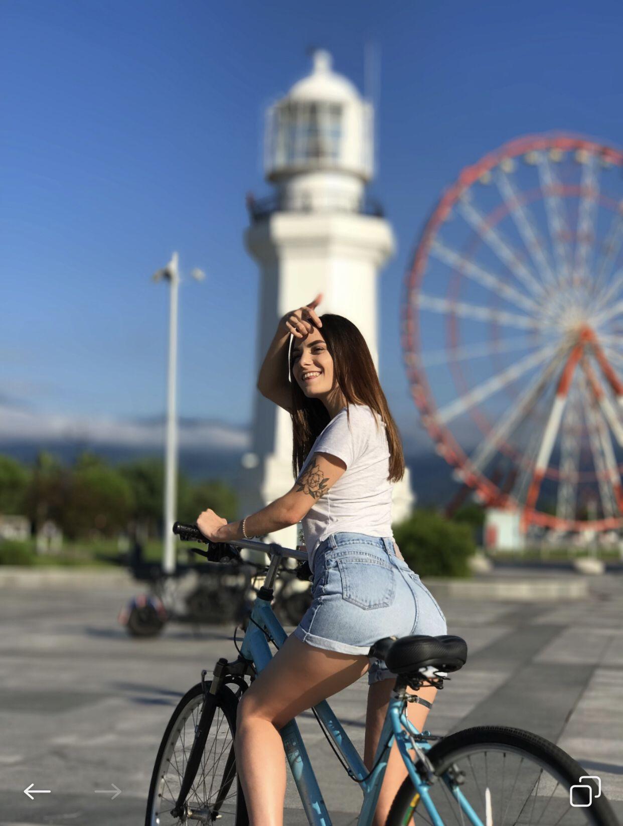 Утренние звезды на велосипеде фото