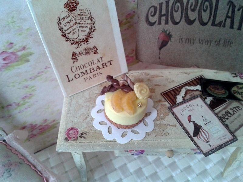 miniature gâteaux vitrine maison poupée scrapbooking : Accessoires de maison par cannelle-miniatures
