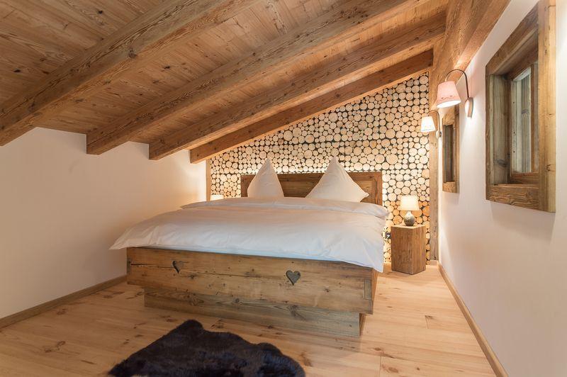 Die Tirolia GmbH baut Ihnen Ihr Holzhaus aus Altholz und