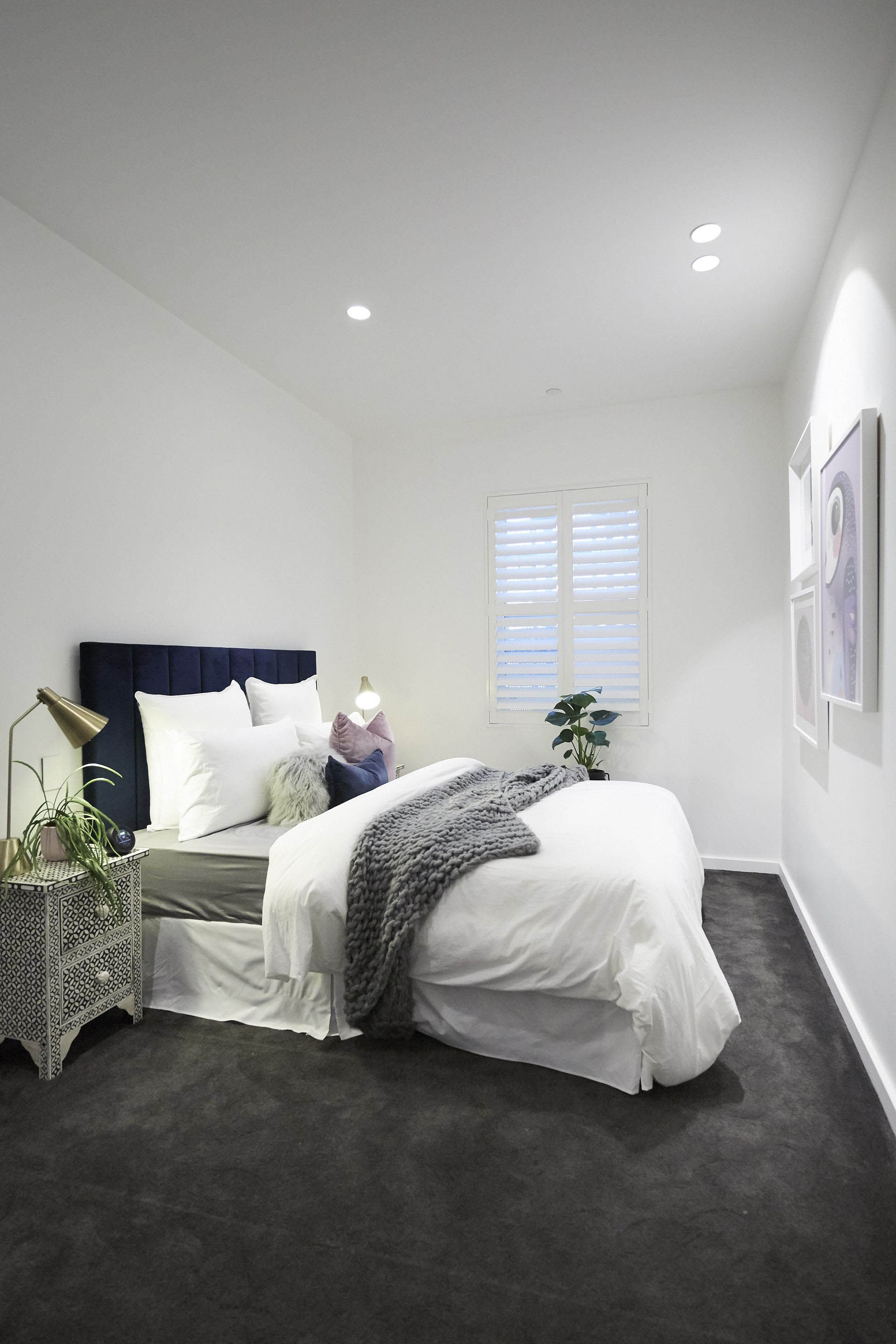 Decorating Secrets For The Perfect Guest Bedroom Guest Bedroom Decor Grey Carpet Bedroom Bedroom Carpet