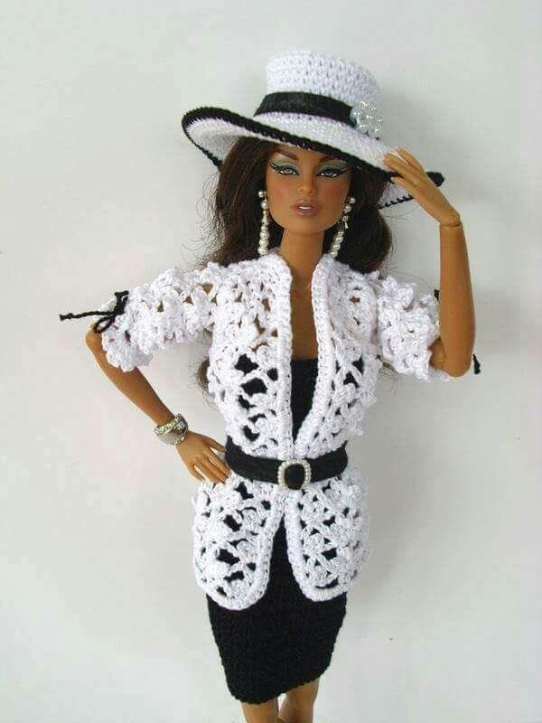 Pin von Christelle Grégoire auf Barbie en noir-gris-blanc ...