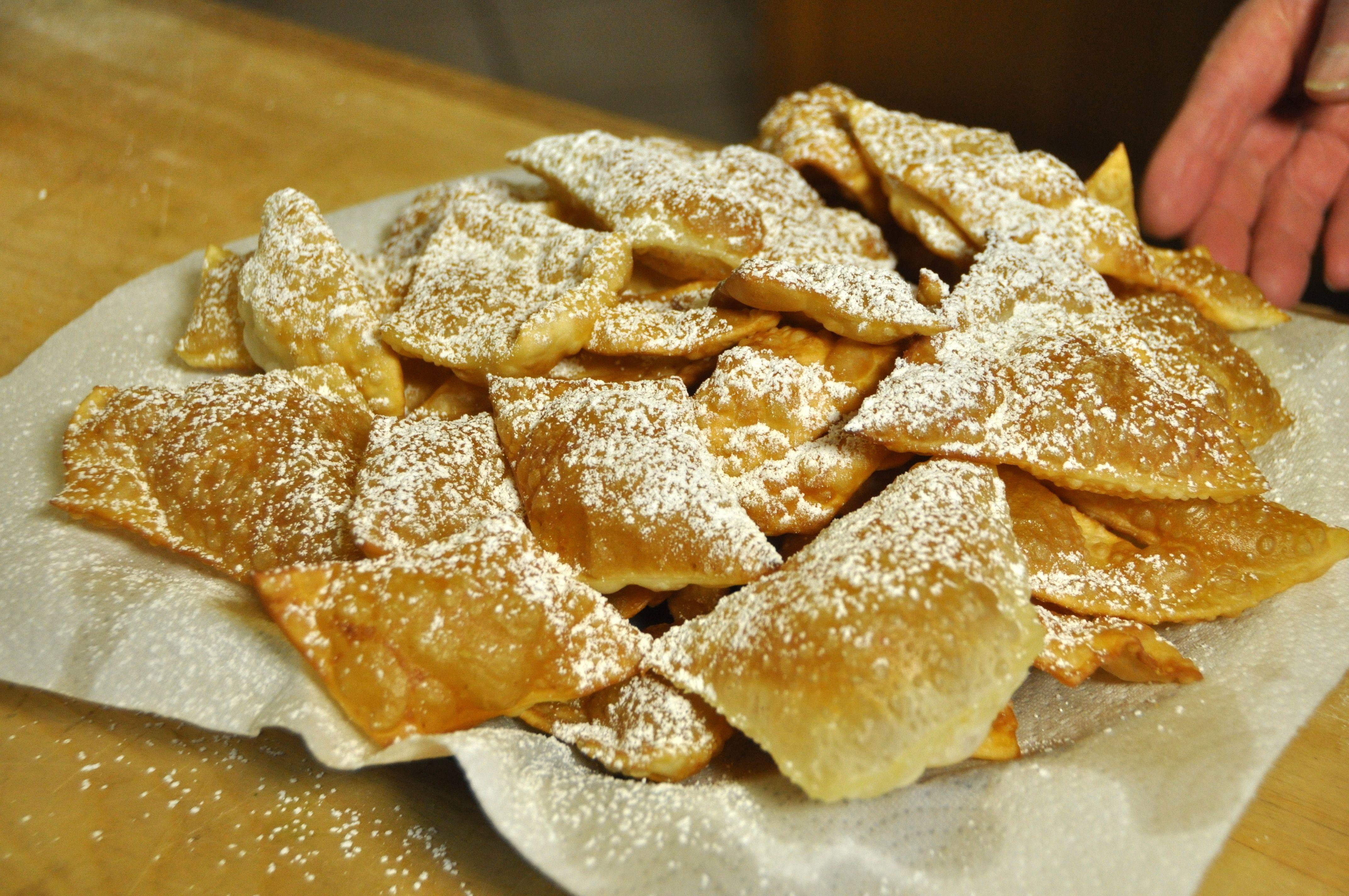 La video ricetta delle bugie chiacchiere frappe di carnevale consigli in cucina nel - Cucina fanpage ricette ...