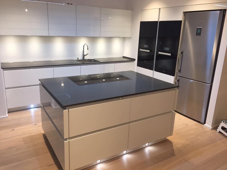 Kurttas küchen mit einem eindrucksvollen dekor www kuechenstudio kurttas de kurttasküchen · küchenstudio frankfurtminiature