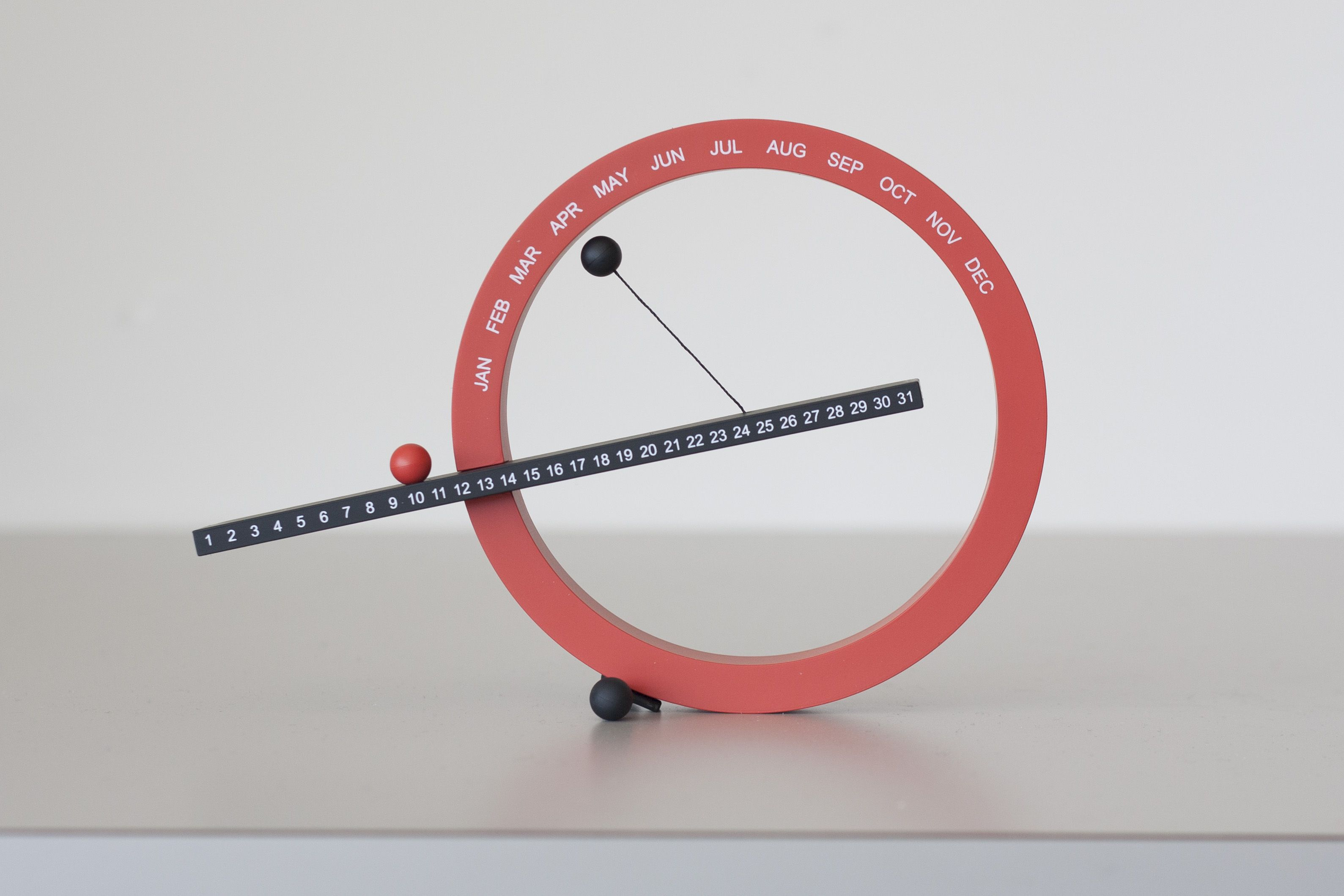 @Joanna Kressaty Design Store PERPETUAL CALENDAR was designed by CA-based industrial designer Gideon Dagan. This clever desktop calendar was designed to be used year after year by moving magnetic balls manually to mark the date and month.