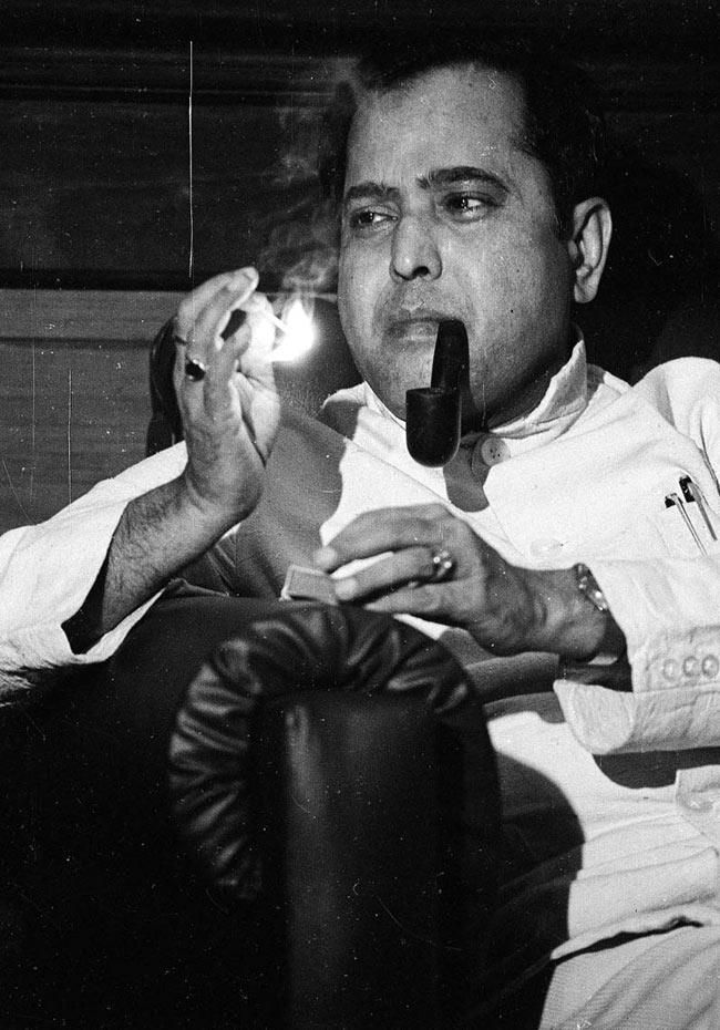 e22be75a06d5b the new president of India  Pranab Mukherjee... rare photo smoking pipe  when young.
