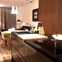Cozinhas modernas por Miriam Barrio