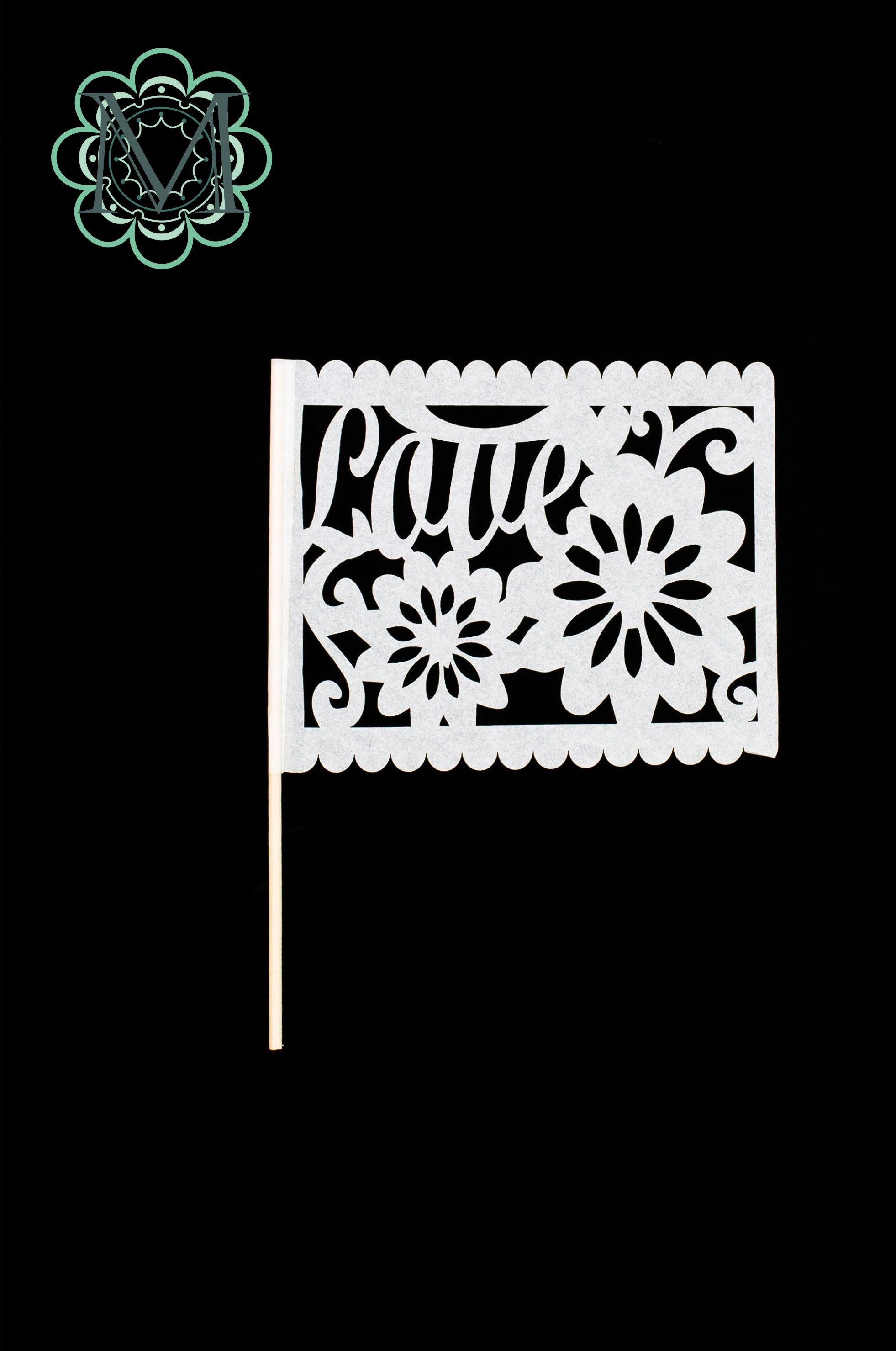 Banderin, papel con palito de madera. Pueden servir como animación en la fiesta, para recibir a los novios, para decorar las mesas.