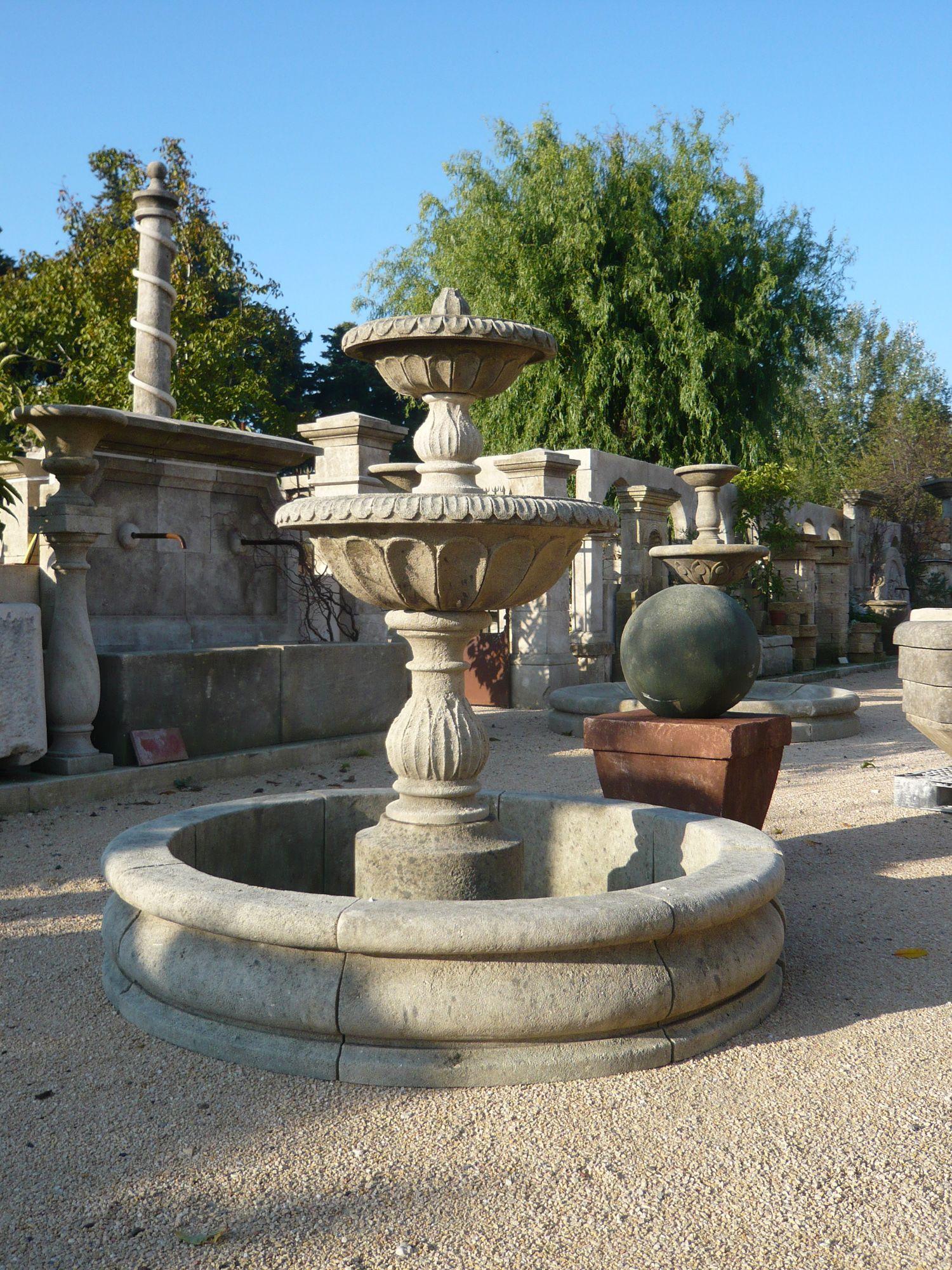 Jolie fontaine signée Alain Bidal et sculptée dans la pierre d\'Avy ...