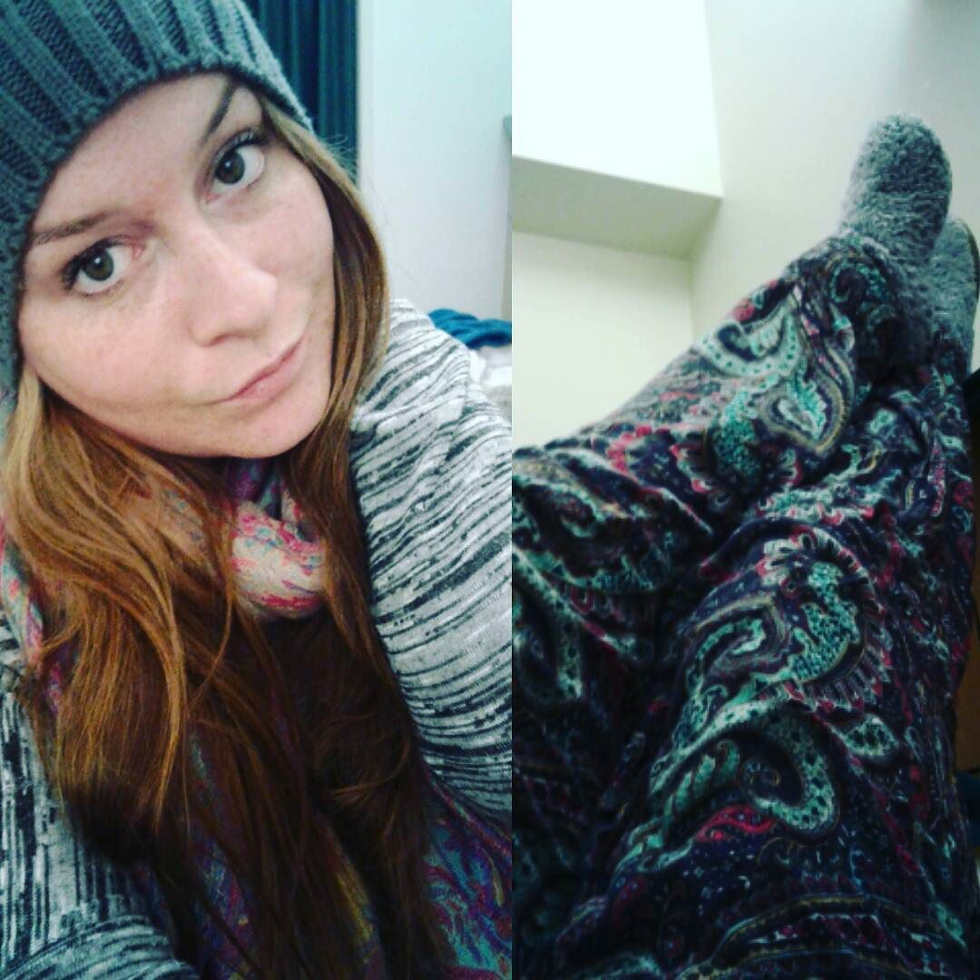 Standard get up when the hospital air conditioner is on point #cold #melbourne #days #nights #snuggled #up #warm #fluffy #winter #feels #love #cozy #cute #blue #slippers #pink #pretty #scarf #rest #relax #bed #waiting #patient #nurse #student #sick #life #natural by kipper.katt