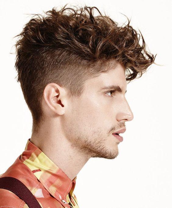 Tagli capelli ricci uomo moda
