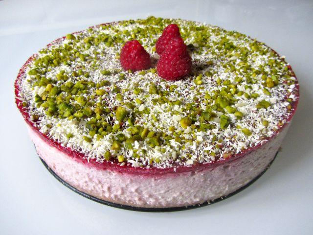 Cheesecake chocolat blanc, coulis de framboises, présentation 2