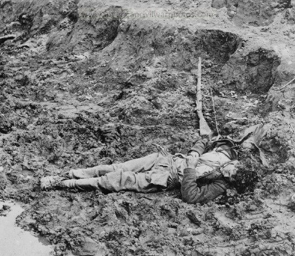 American Civil War Pictures & Photos | Dead Confederate soldier in the trenches.