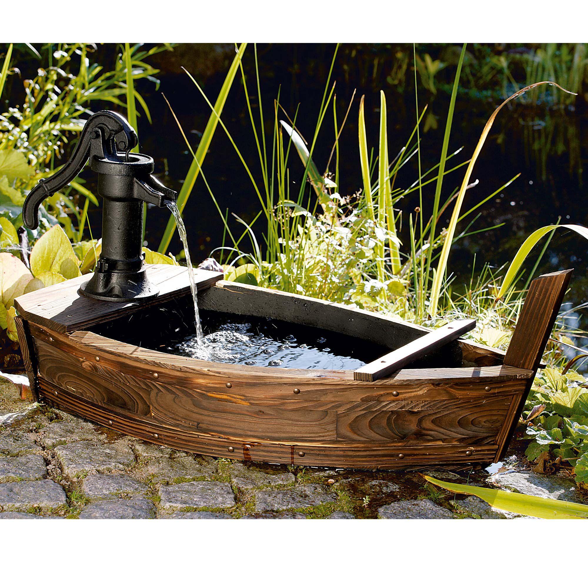 brunnen boot garten saison pinterest garten brunnen und wasserspiel garten. Black Bedroom Furniture Sets. Home Design Ideas