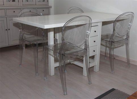 Modernit tuolit ja perinteinen klaffipöytä ovat kiva kombo! juvi.fi