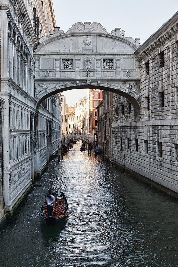 Puentedelossuspiros De Venecia Inspira Respira Suspira Http Www Reservarhotel Com Blog Puente De Los S Puente De Los Suspiros Venecia Viajar A Italia