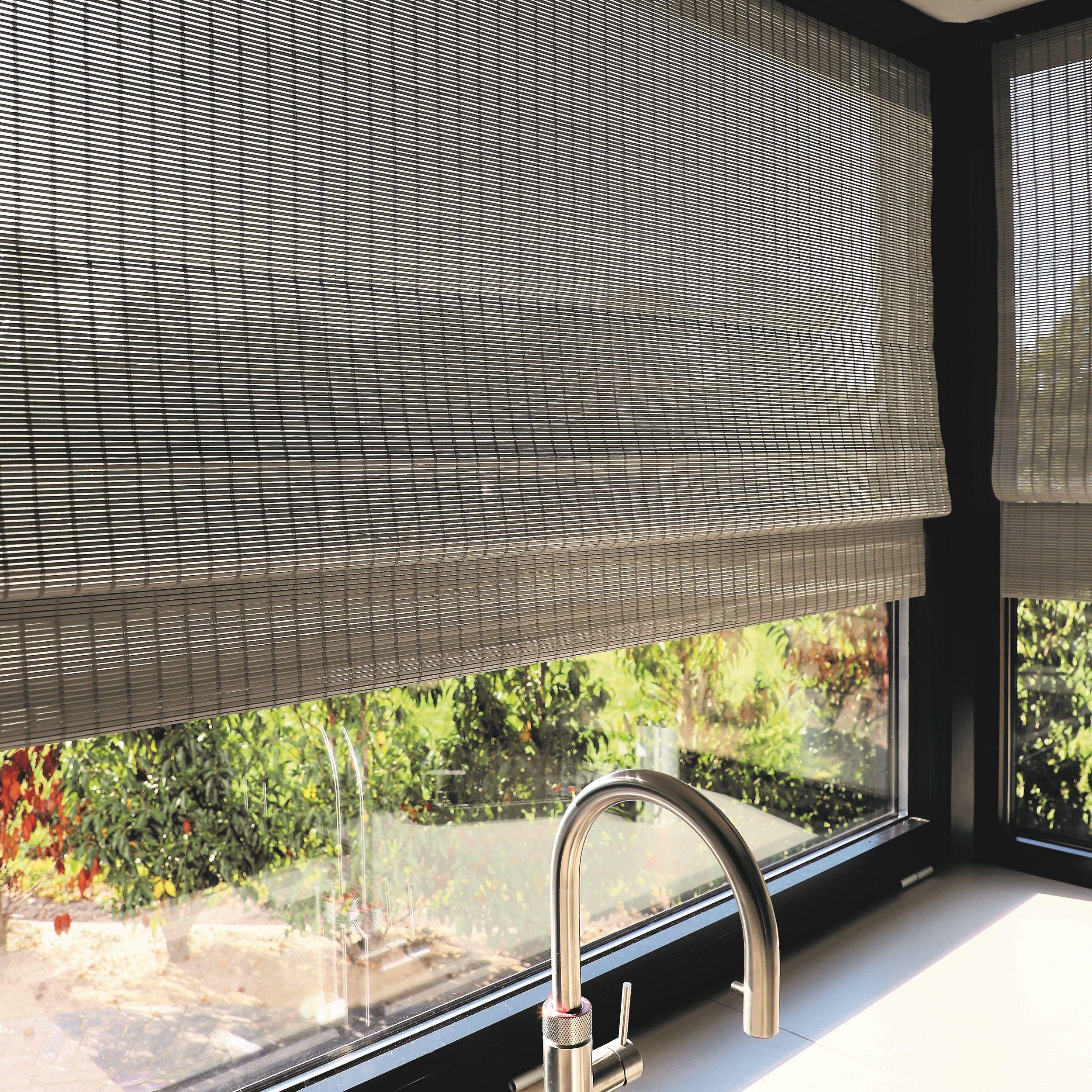 Geweven Hout Vouwgordijn Variant Is Ook Leverbaar Met Elektrische Bediening Het Ideale Raamdecoratie Product Als Ge Raamdecoratie Bamboe Vouwgordijnen Thuis