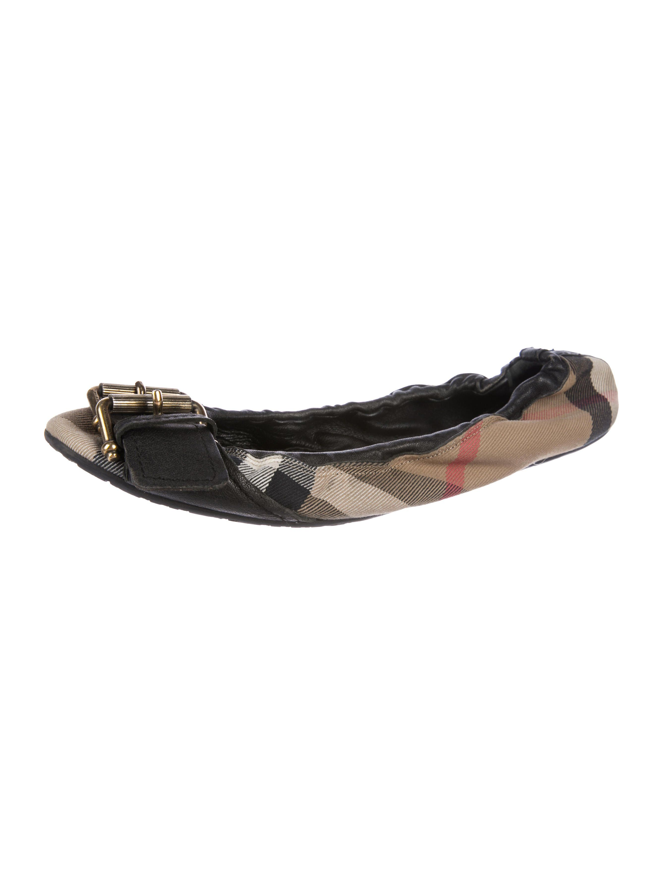 b7ed8e96243d83 Brown and multicolor canvas Burberry round-toe flats with Nova Check print  throughout