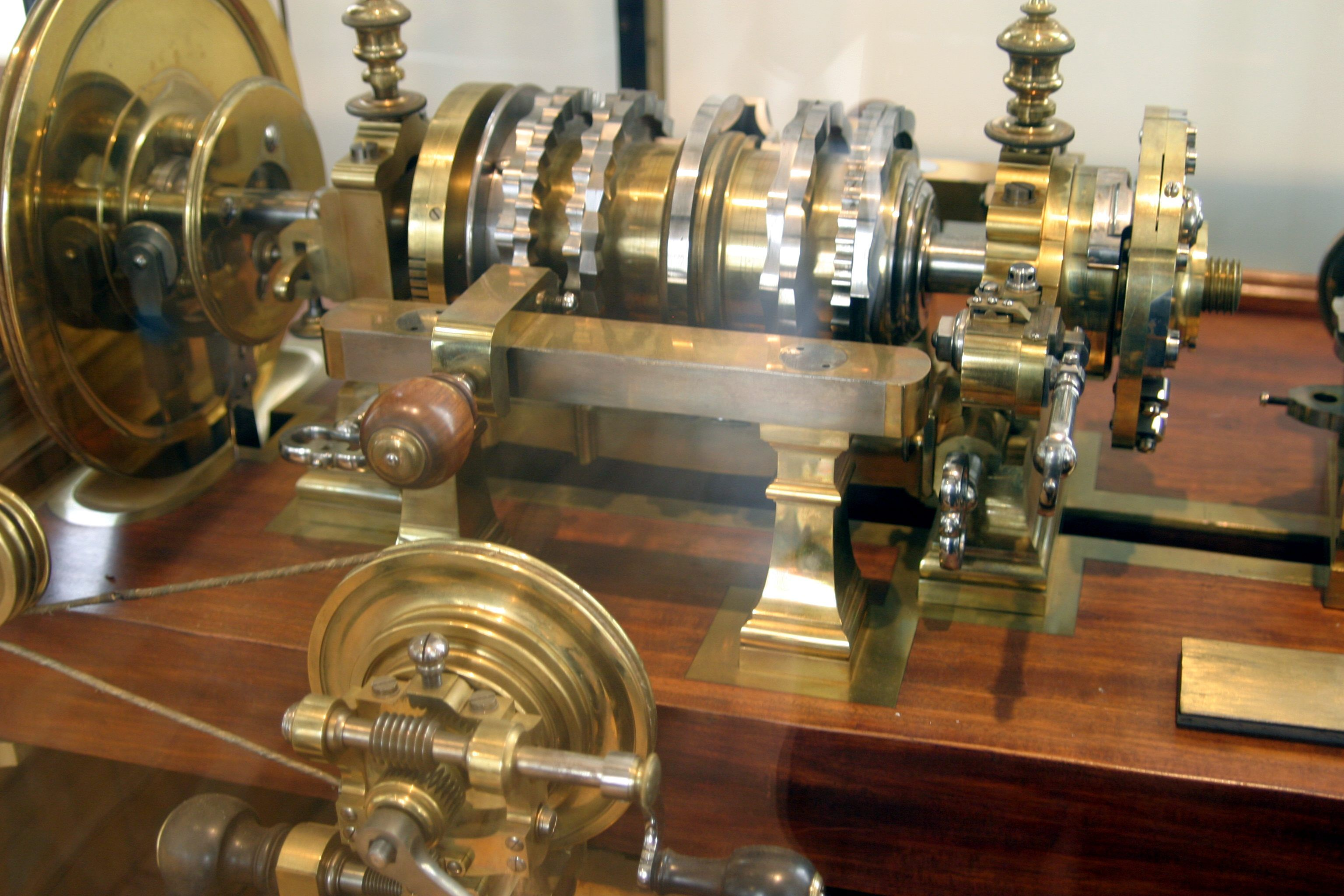 Rose Engine Lathe - Musée des Arts et Métiers One of the lathes of King Louis XVI of France---by ...