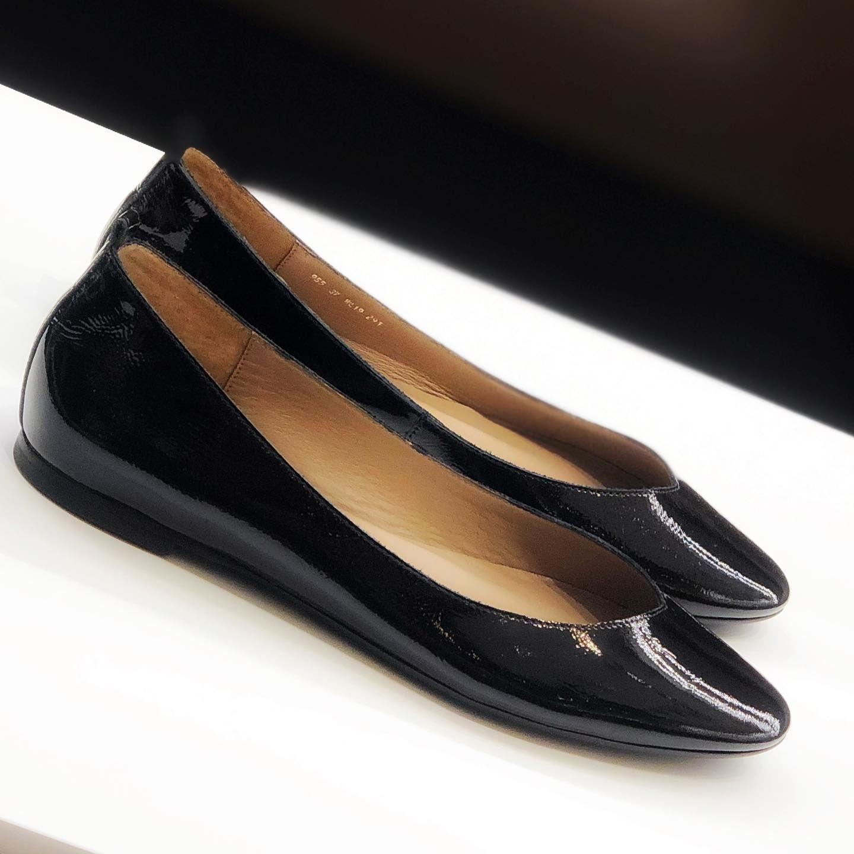 Pogoda Idealna Zeby Zalozyc Baleriny W Nowej Jesiennej Kolekcji Pojawiaja Sie W Nowej Lakierowej Odslonie 7milshoes Chanel Ballet Flats Ballet Flats Shoes