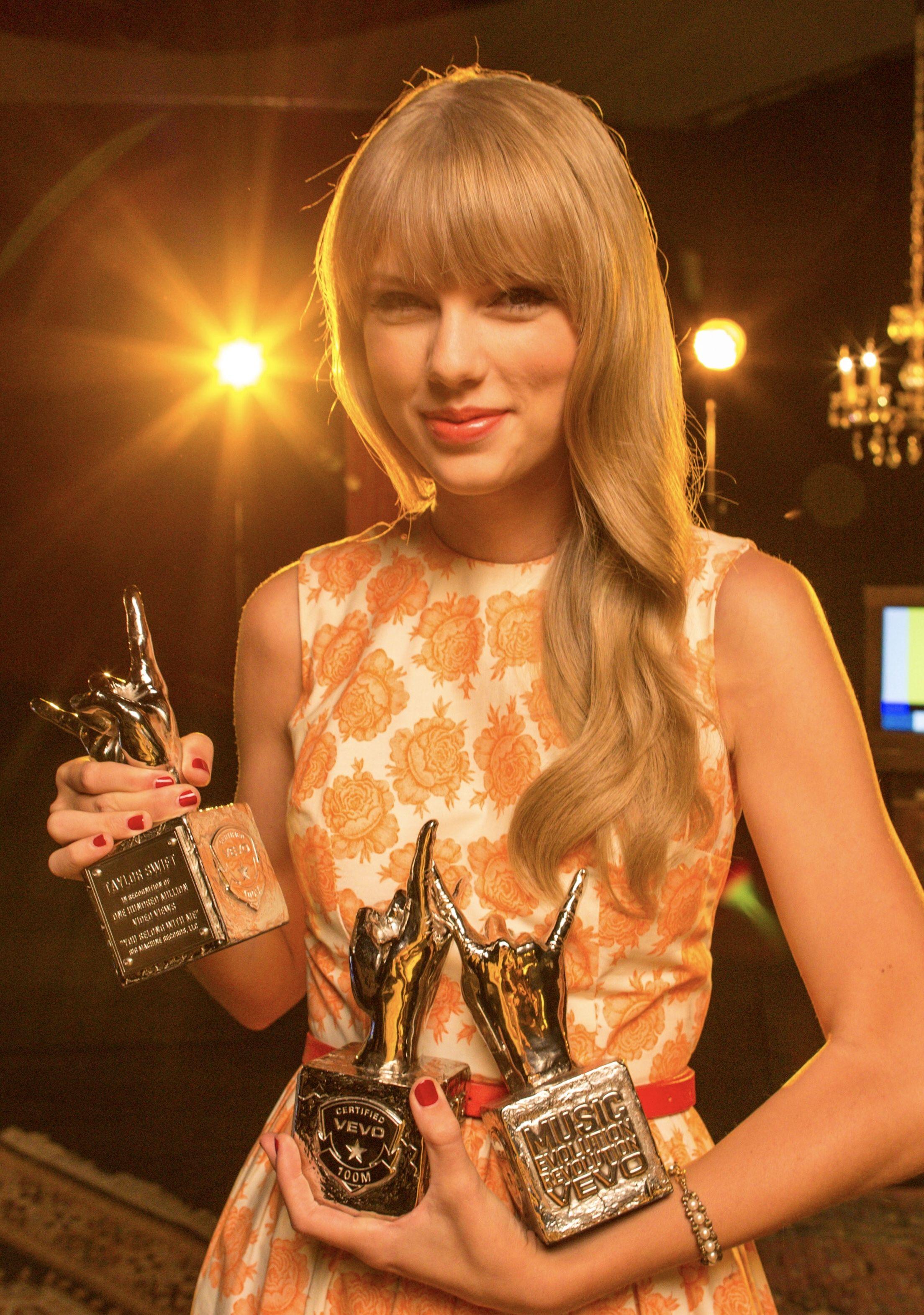 Vevo Certified Award Love Story You Belong With Me Mine The 2012 Vevo Certified Awards Vevo Taylor Swift Awards