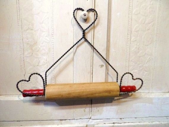 Wire Rolling Pin Holder Vintage Twisted Wire Heart Rolling Pin Storage Wall Display Hanger Country Chic Decor Rustic Farm Chic Rusty Charm Rolling Pin Holder Rolling Pin Display Red Paint