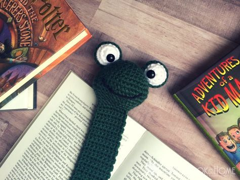 The Page Finding Frog Bookmark - Free Crochet Pattern