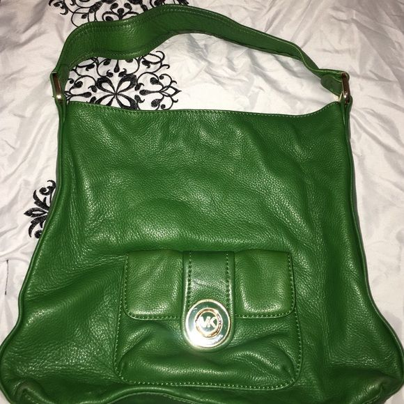 Michael Kors Shoulder bag Super soft Leather only worn a few times awesome color Michael Kors Bags Hobos