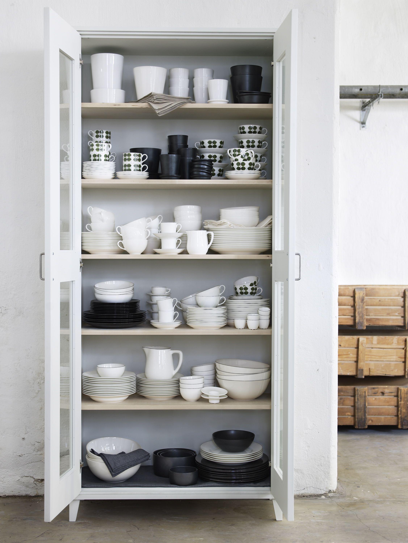 Alacena de color blanco para acomodar todos los platos y for Alacenas para cocina