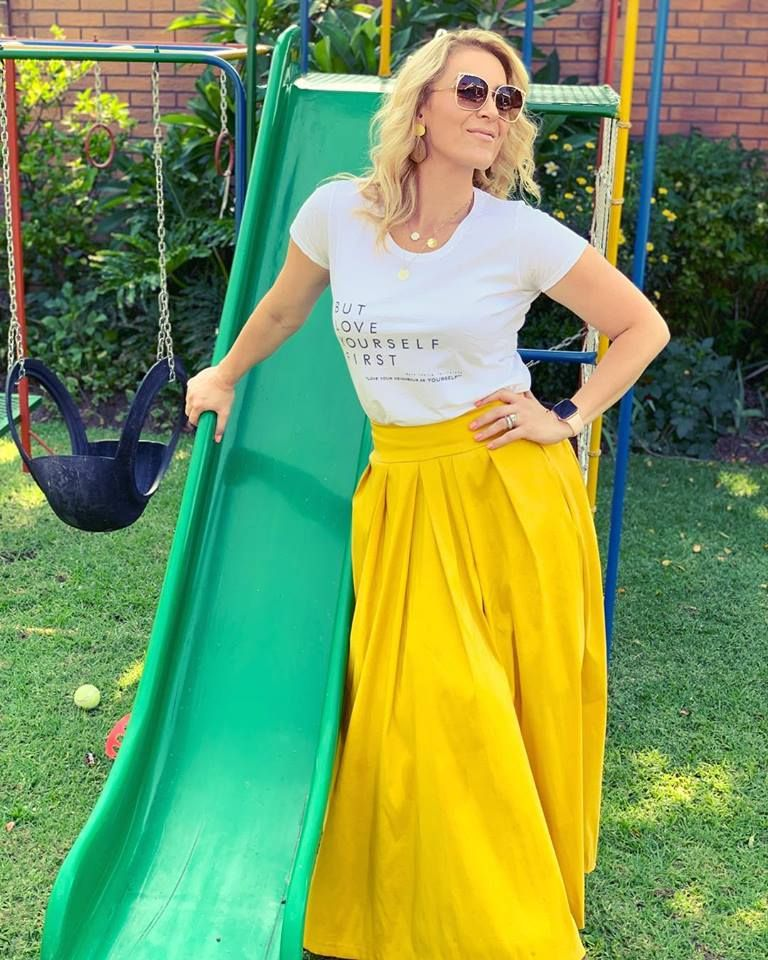 #ootd #imageconsultant  #imageconsulting  #wiwt #skirtoutfit #printedtshirt  #butloveyourselffirst #styleinspo #styleinfluencer  #imagecoach #coachenimage #lifeisgood  #godisgood #mom #yellow #sunglases