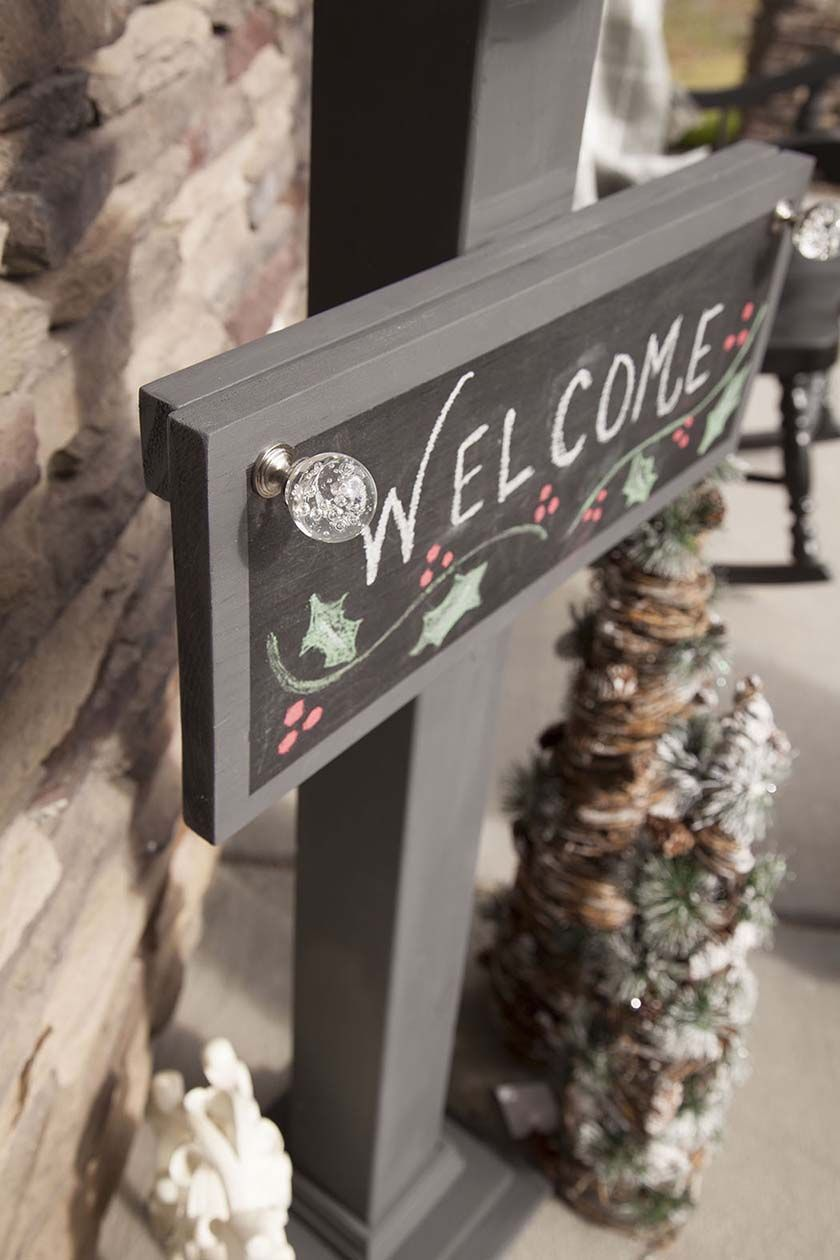 DIY Chalkboard Welcome Sign and Sign Post | Chalkboards, Front ...