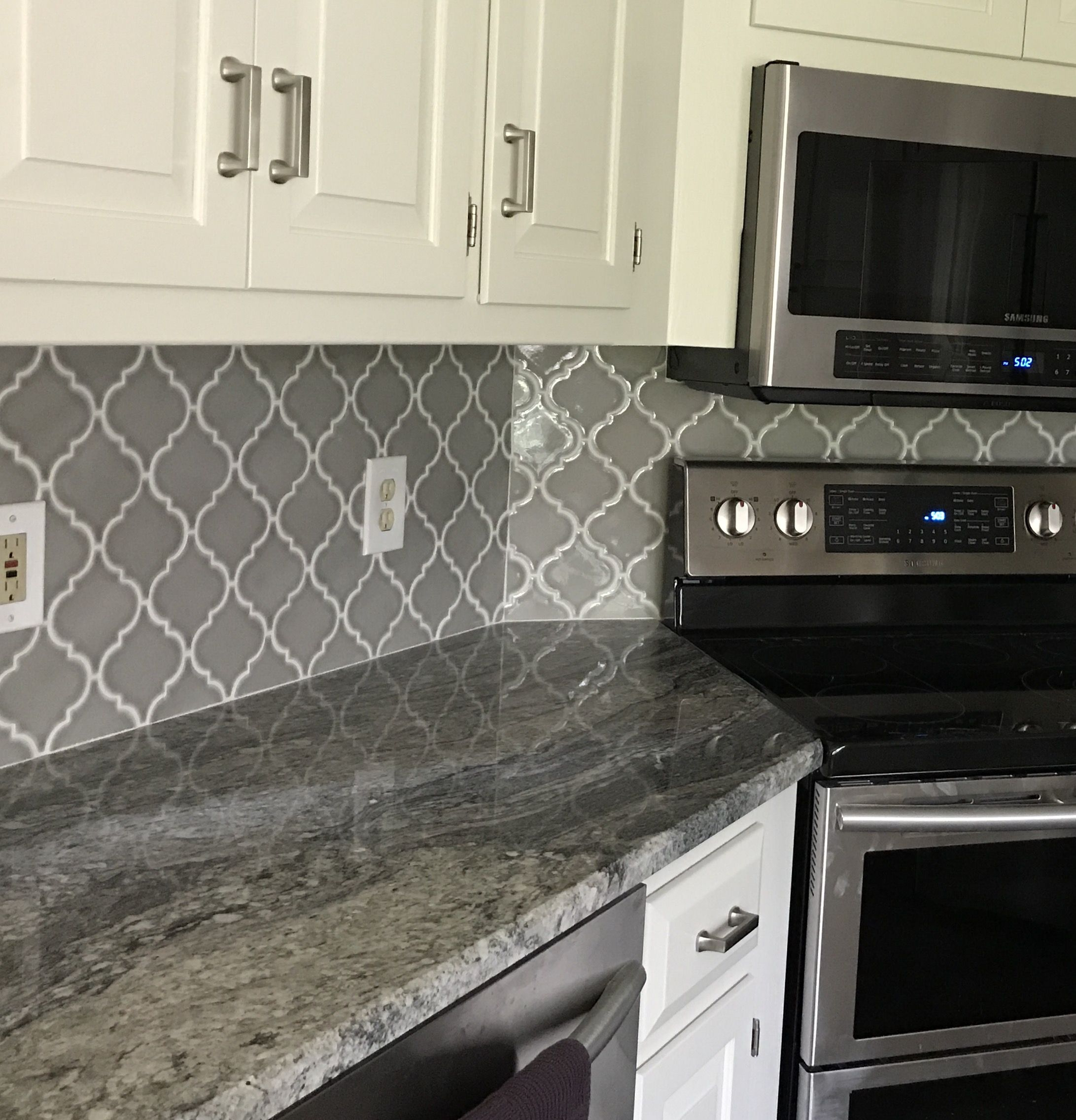 Best Dove Grey Arabesque Tile With Paricema White Granite 400 x 300