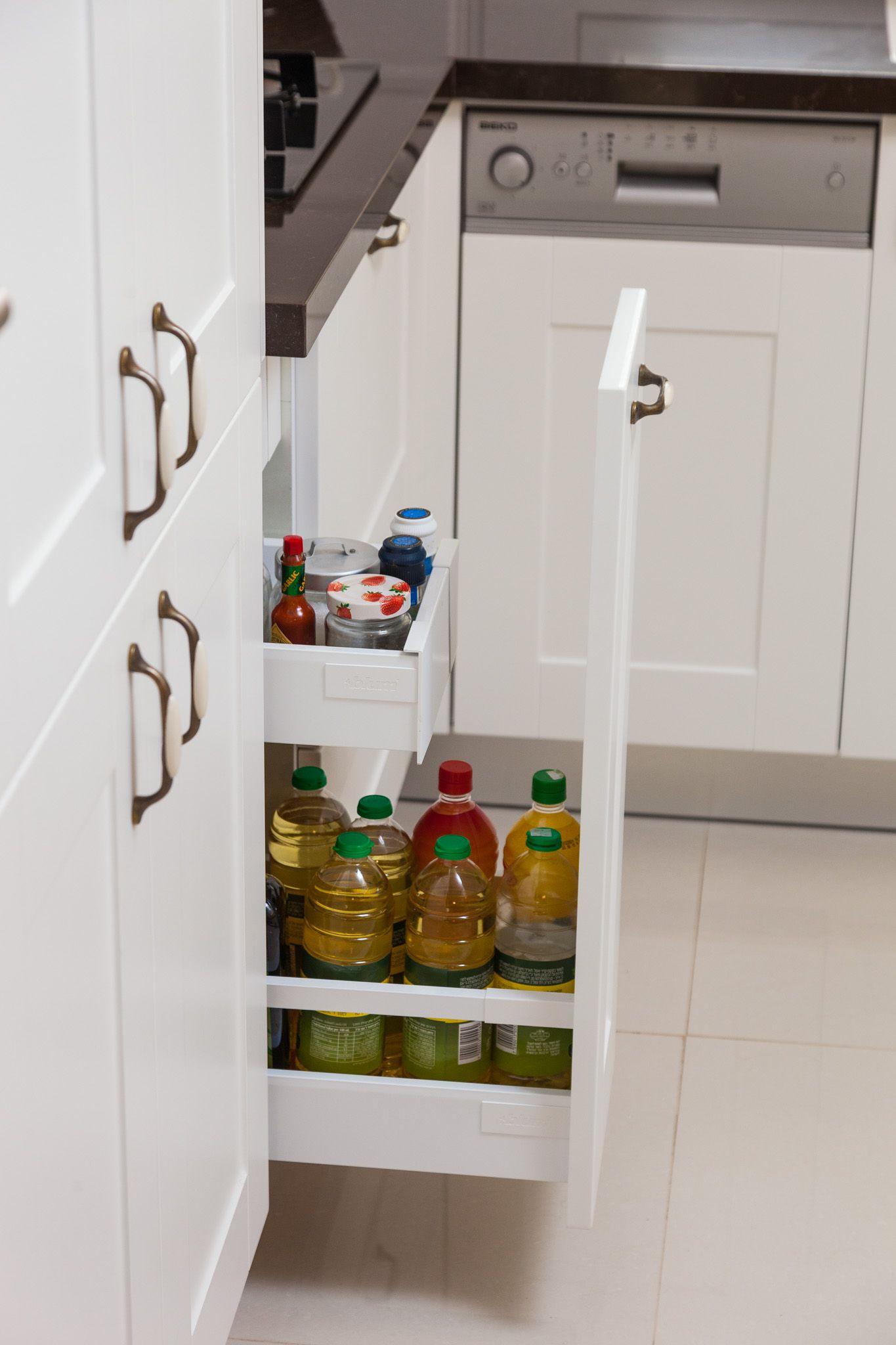 תוצאת תמונה עבור עגלת בקבוקים עם מגירת תבלינים   מטבחים טכני   Pinterest